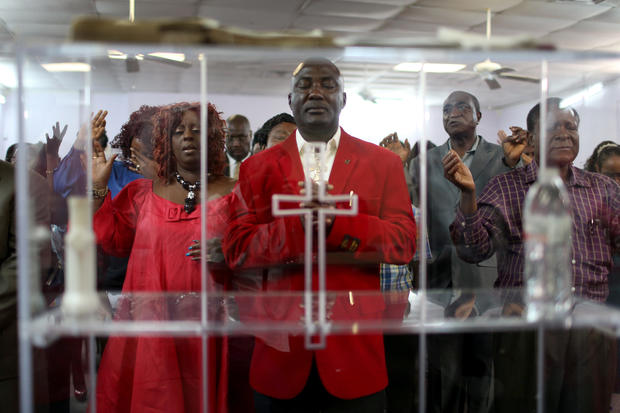 Sunday Churchgoers In Dallas Pray For Ebola Patient