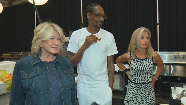 martha-stewart-snoop-dogg-tracy-smith-on-set-620.jpg