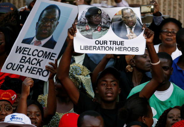 Supporters of Zimbabwe's former vice president Emmerson Mnangagwa await his arrival in Harare
