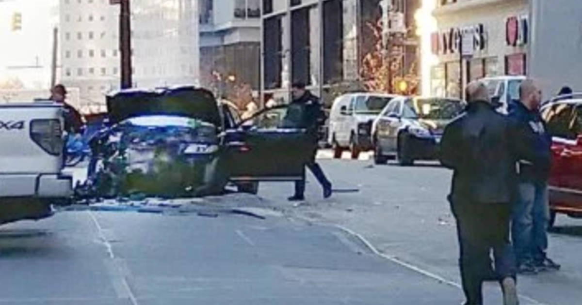 car crash injures at least 6 near world trade center in. Black Bedroom Furniture Sets. Home Design Ideas