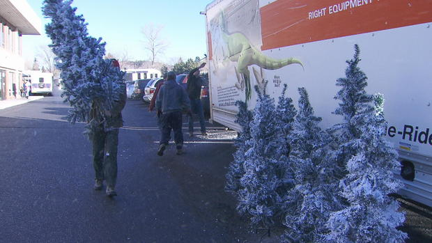 couple gives decorated christmas trees to families in need cbs news