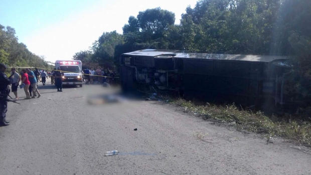 171219-tvazteca-bus-crash-02.jpg