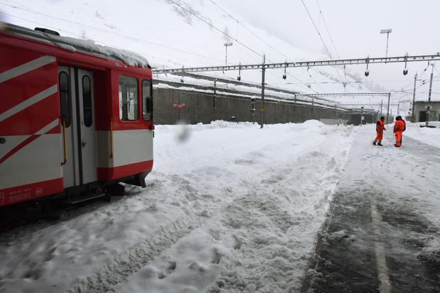 SWITZERLAND-AVALANCHE-TOURISM-WEATHER