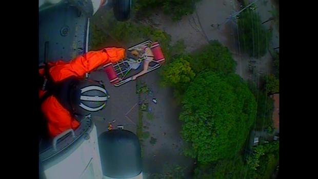 180110-en-evans-mudslide-helcopter-rescue-01.jpg