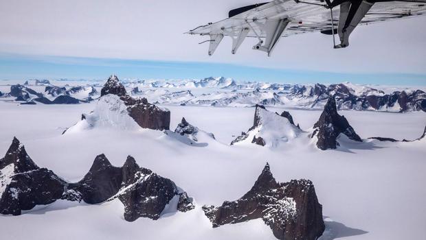 antarctica-north-face-nat-geo-wolfs-jaw-620-20171204008.jpg