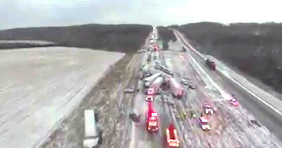 Drone video shows aftermath of 50-car pile-up in Missouri - CBS News