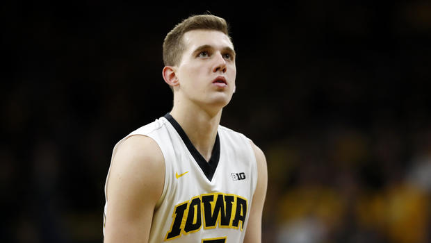 Iowa player intentionally passes up school record to honor ...