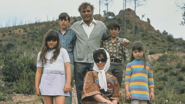 elizabeth-taylor-family-photo-with-richard-burton-620.jpg