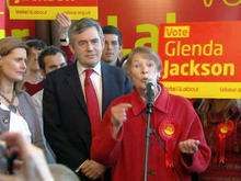 glenda-jackson-campaigning-for-labour-party-seat.jpg