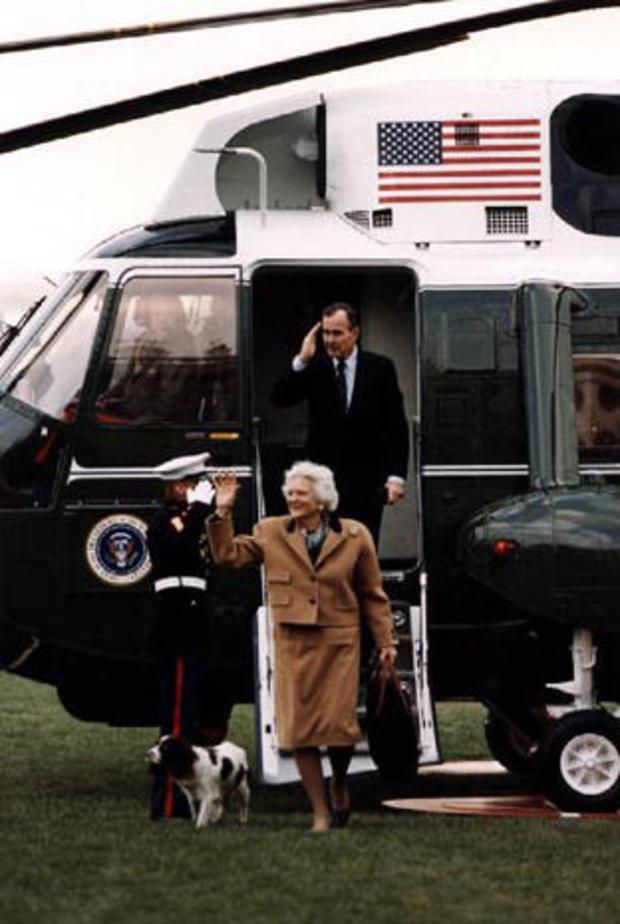 president-bush-barbara-bush-and-millie-leave-marine-one-march-12-1989-gbplm.jpg