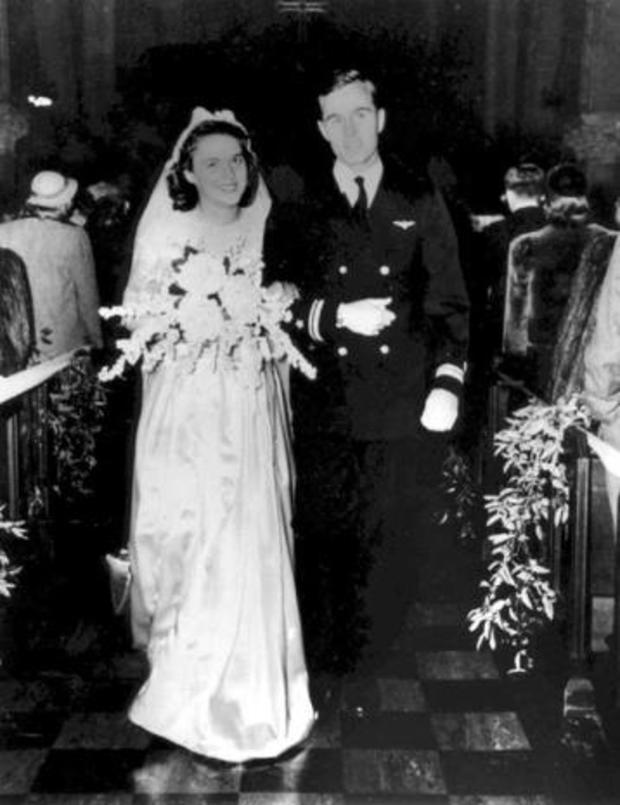 george-and-barbara-bush-on-their-wedding-day-in-rye-ny-jan-6-1945-gbplm.jpg