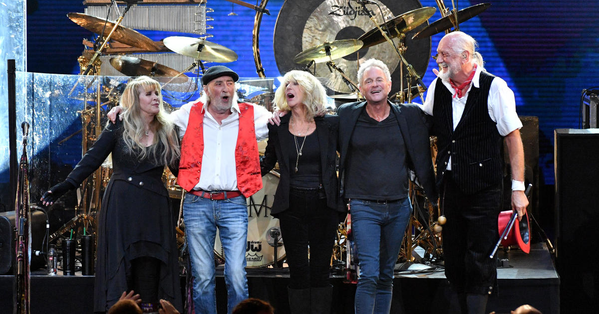 Lindsey Buckingham sues Fleetwood Mac for kicking him out of band