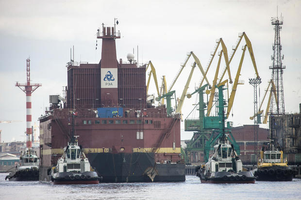 "The ""Akademik Lomonosov"", the world's first floating nuclear power plant, leaves St. Petersburg under tow, towards Murmansk"