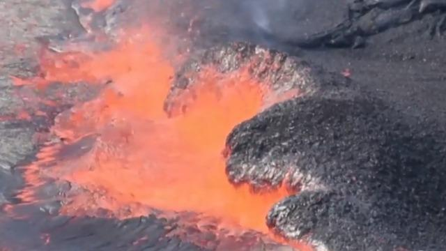 cbsn-fusion-major-earthquakes-rock-hawaii-as-kilauea-volcano-erupts-thumbnail-1561753-640x360.jpg