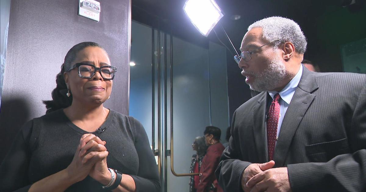 Oprah Winfrey's emotional first look at Smithsonian ...  Oprah Winfrey&#...