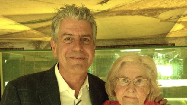 writer of viral olive garden review grateful for bourdain who defended her when she was bullied online cbs news - Olive Garden Review