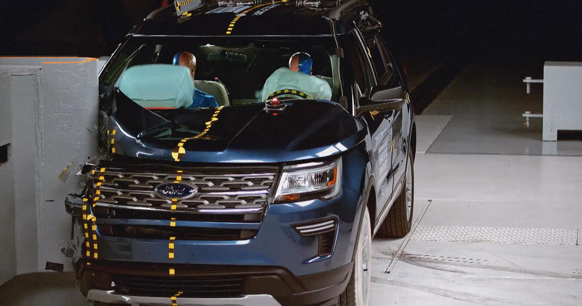ford explorer jeep grand cherokee receive poor crash test ratings insurance institute