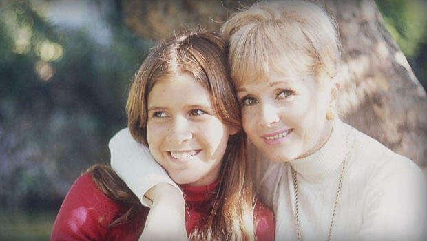 debbie-reynolds-and-carrie-fisher-family-photo-620.jpg