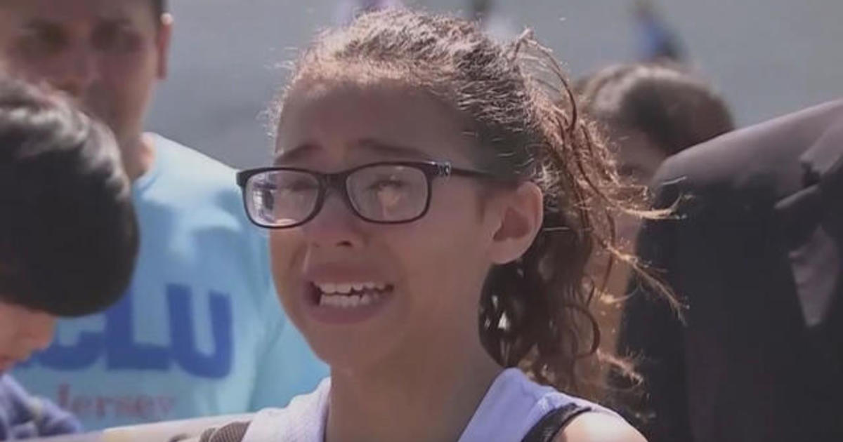 Hhs Secretary Alex Azar Says Hundreds Of Children Reunited With Families Cbs News