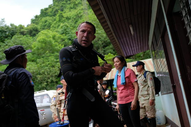Thailand cave rescue latest: Diver dies as rescue efforts intensify