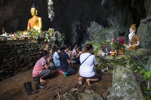 TOPSHOT-THAILAND-ACCIDENT-WEATHER-CHILDREN-CAVE