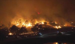 Firefighter killed battling wildfire near Yosemite