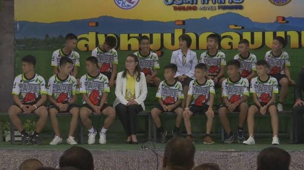 thai-boys-group-presser.jpg
