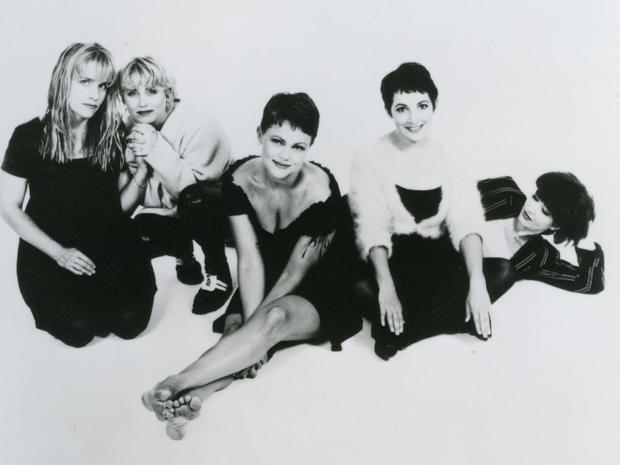 GO-GOS  - Promotional photo of US music group with Belinda Carlisle centre
