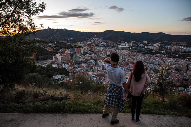 Barcelona: Tourism And Daily Life As Independence Crisis Deepens