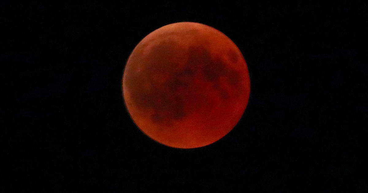 red moons on thumbnails - photo #1