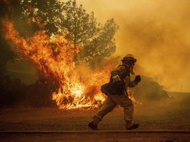 CORRECTION APTOPIX California Wildfires