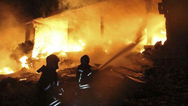 Resultado de imagem para explosion sarmada syria