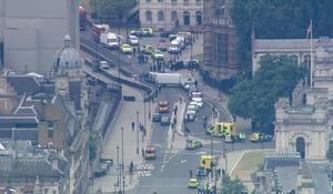 Car crashes outside British Parliament in suspected terrorist attack