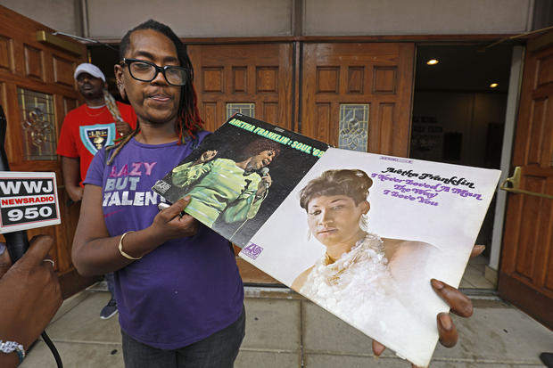 Aretha Franklin fans pay tribute to Queen of Soul