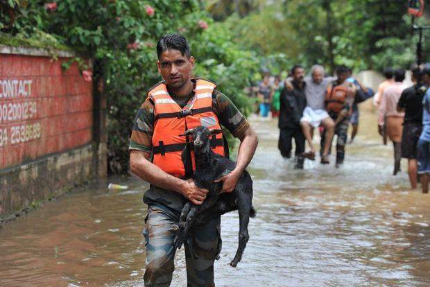 Kerala, India, flooding kills hundreds