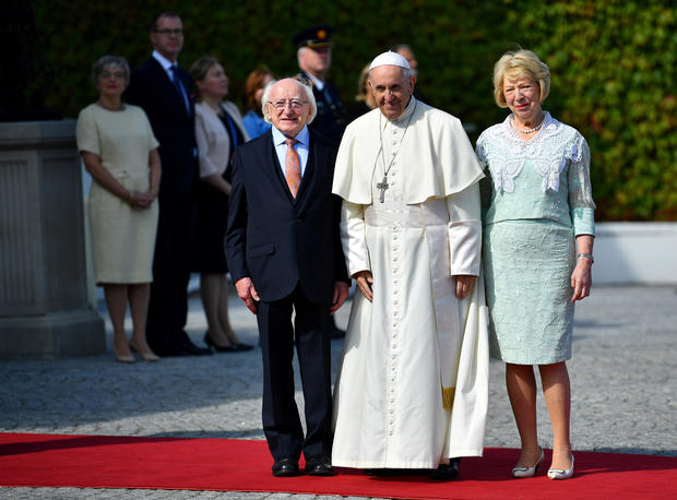 Pope Francis poses next to Ireland's President Michael Higgins and his wife Sabina Coyne during his visit in Dublin