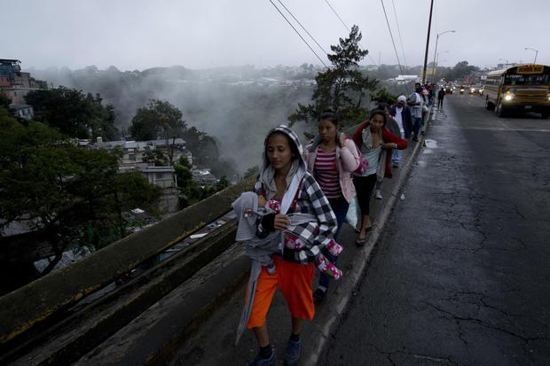 Migrants in caravan set sights on Mexico border amid Trump threats
