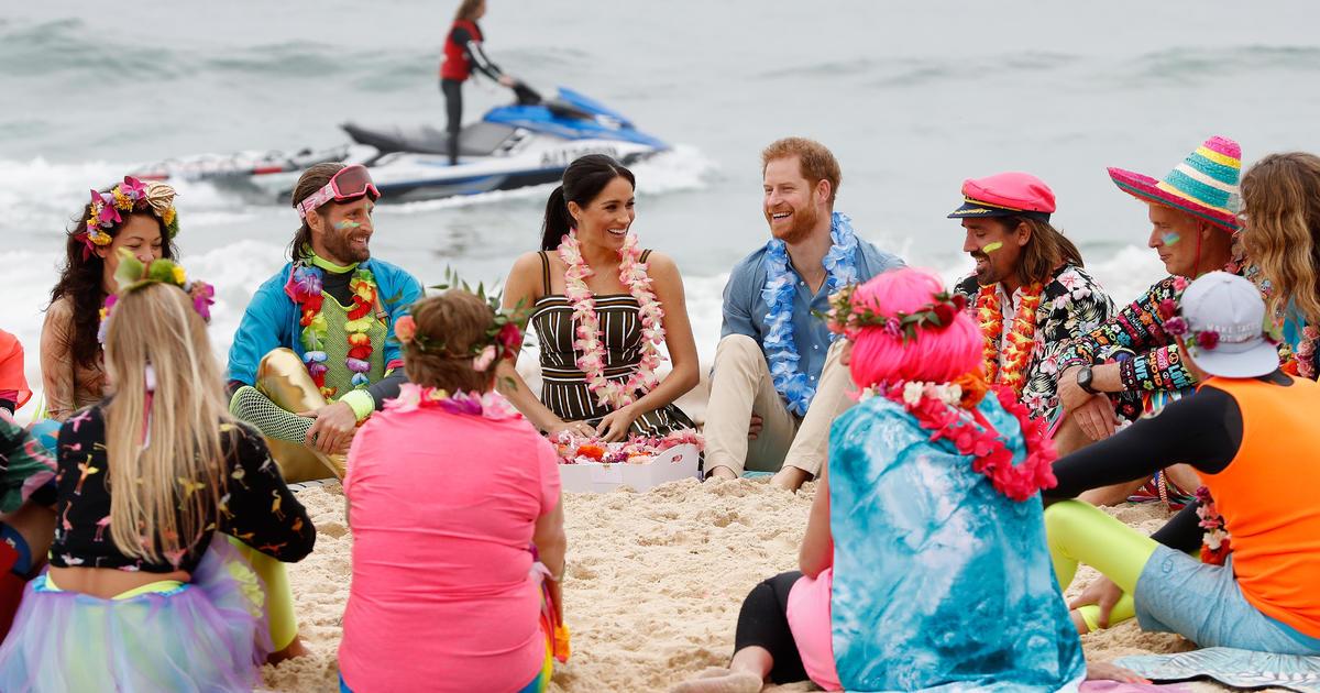 717668a11 Prince Harry and Meghan Markle talk mental health on Australia s Bondi Beach