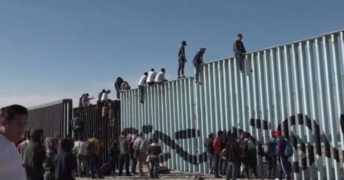 First group of migrants from Central American caravan reach U.S.-Mexico border