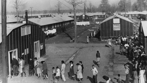 heart-mountain-relocation-camp-in-wyoming-in-the-early-1940s-620.jpg