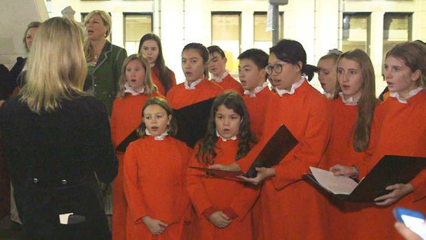 silent-night-performance-trinity-youth-choir-620.jpg