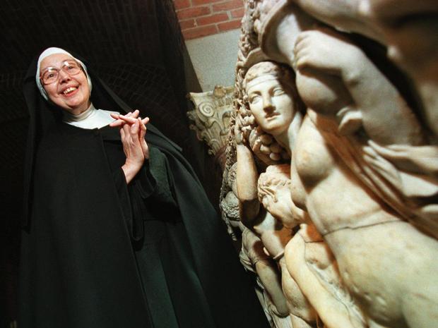 Britain Obit Sister Wendy Beckett