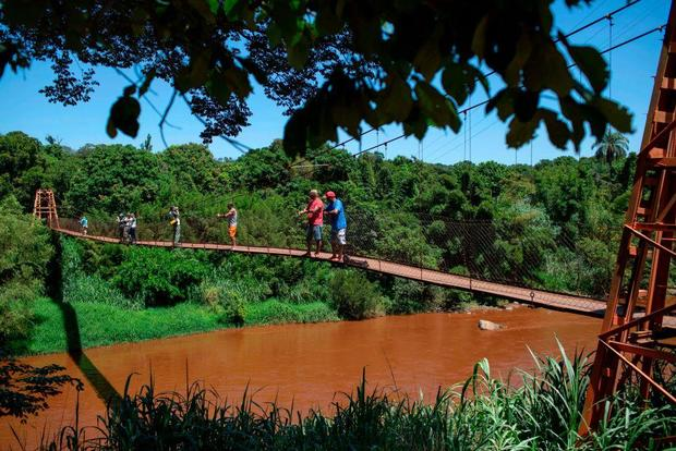 5fb80f54f Brazil dam disaster latest  Muddy mining waste could contaminate drinking  water in 5 states - CBS News