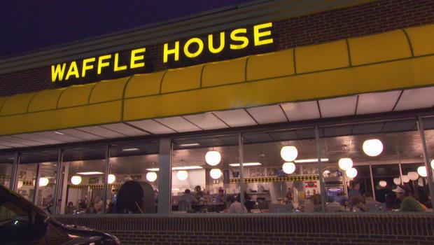 waffle-house-at-night-620.jpg