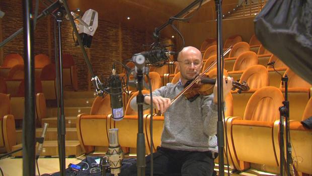 fausto-cacciatori-plays-the-vesuvio-stradivarius-violin-620.jpg