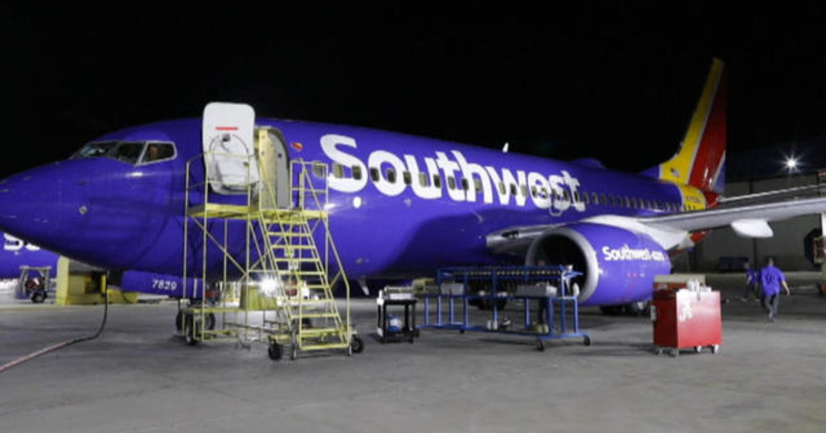 Southwest cancelled flights: Southwest Airlines cancels hundreds of flights amid fight with mechanics - CBS News