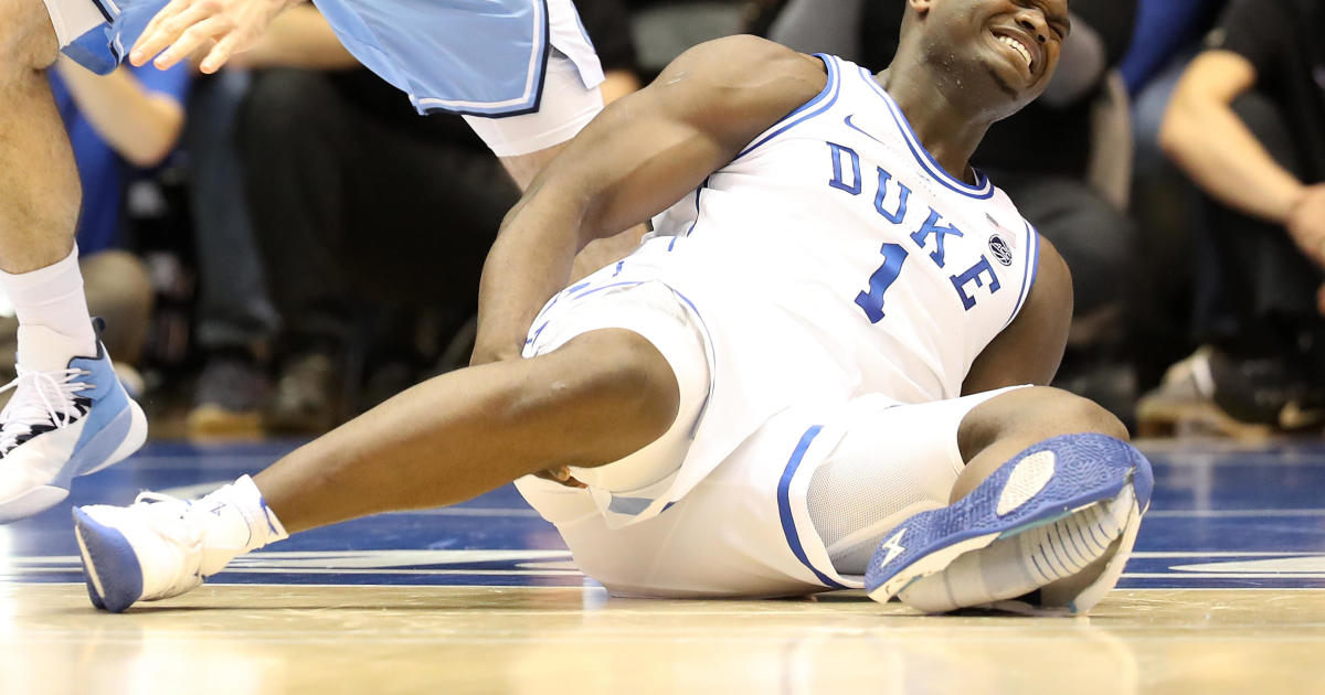Zion Injury Through Nike Shoe Business Wearing Williamson Rips Of OOwx4Fvr