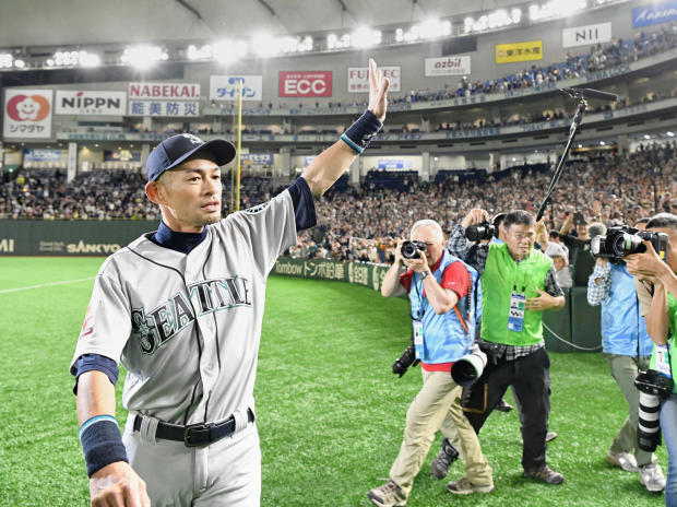Seattle Mariners right fielder Ichiro Suzuki waves to fans after the game against the Oakland Athletics at Tokyo Dome in Tokyo
