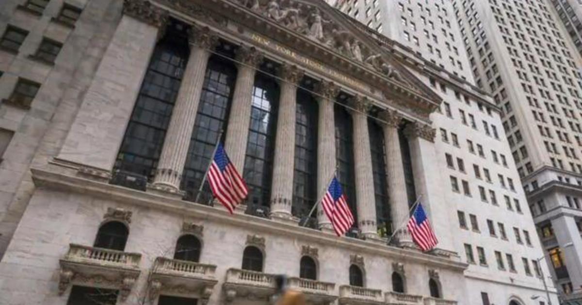 Wall Street bonuses outpace minimum wage