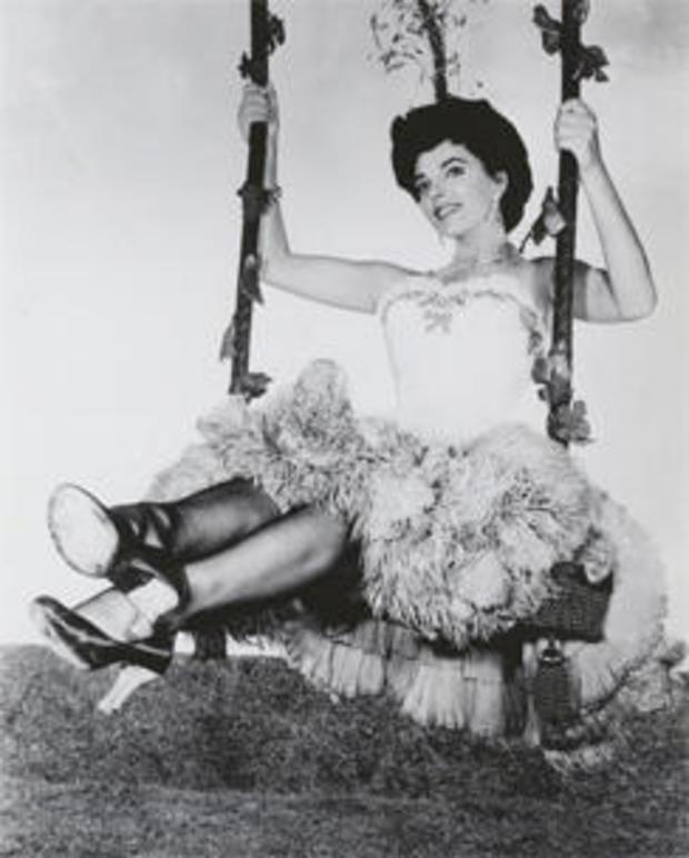 joan-collins-the-girl-in-the-red-velvet-swing-20th-century-fox-244.jpg